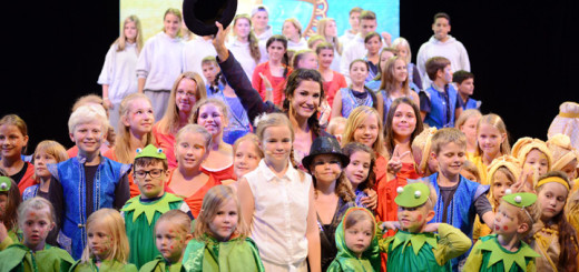 TV-Star Mariella Ahrens spielte beim Kindermusical Farbtasia auf AIDAdiva mit. Foto: AIDA Cruises