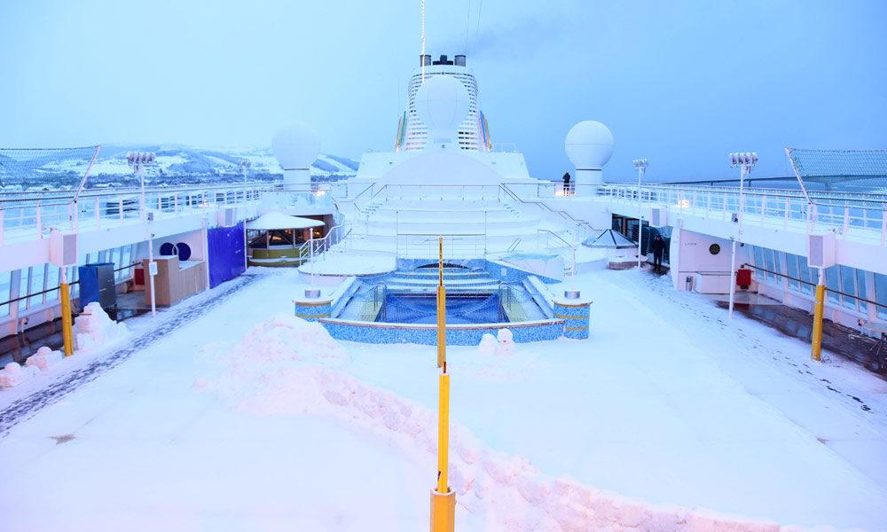 Schnee auf dem AIDA Pooldeck