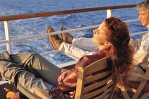Mit AIDA Sonnenuntergänge an Deck genießen. Foto: AIDA Cruises