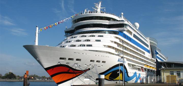 AIDAbella im Kreuzfahrthafen Warnemünde. Foto: Martin Schuster / Kreuzfahrtpiraten