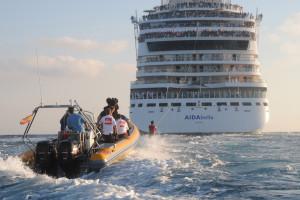 Wasserski-Weltrekord von Jan Schwiderek mit AIDAbella. Foto: AIDA Cruises
