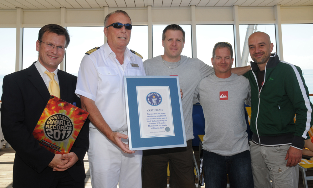 Wasserskiaktion hinter AIDAbella brachte Guiness-Buch-Eintrag. Foto: AIDA Cruises