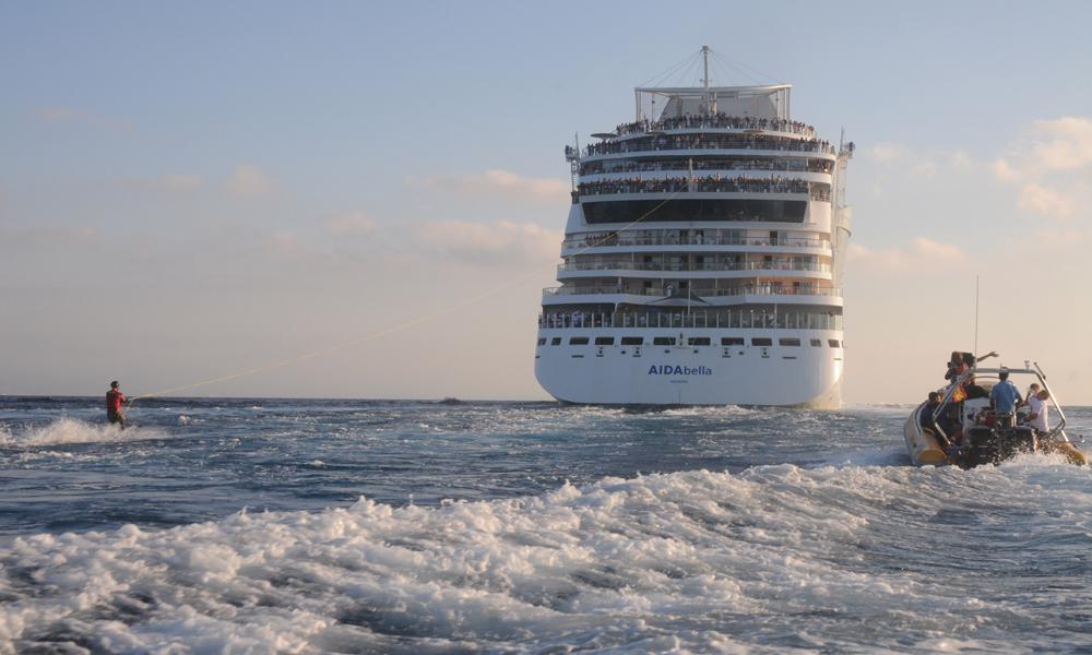 Wasserski-Weltrekord mit AIDAbella. Foto: AIDA Cruises
