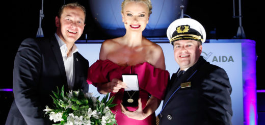 AIDAmira Taufe mit Felix Eichhorn, Franziska Knuppe und Kapitän Pannzek