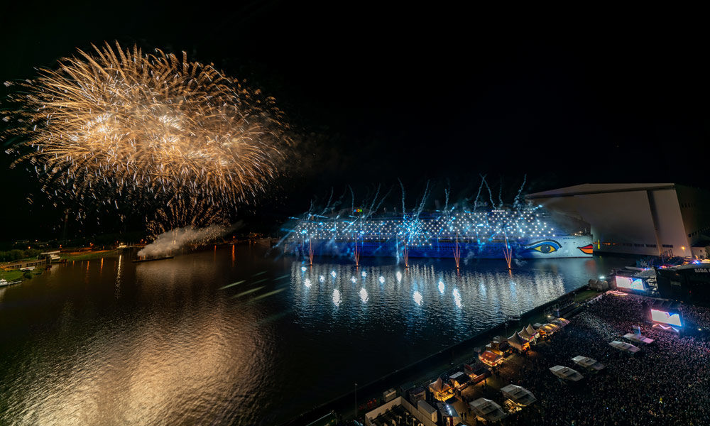 AIDAnova Taufe mit Feuerwerk. Foto: Jan Schugardt / AIDA Cruises