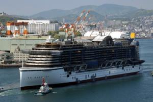 AIDAprima beim Aufschwimmen in Japan. Foto: AIDA Cruises
