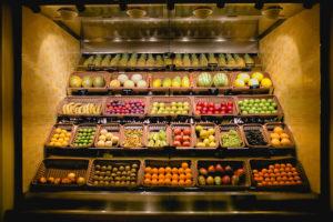 AIDAprima Früchtebuffet im Markt Restaurant. Foto: Mister & Misses Do / Kreuzfahrtpiraten