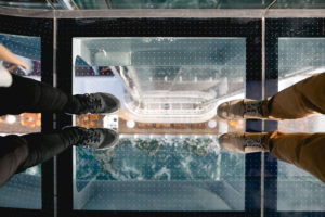Skywalk auf AIDAprima. Foto: Mister & Misses Do / Kreuzfahrtpiraten