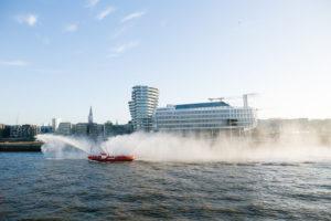 AIDAprima Einfahrt in Hamburg. Foto: Mister & Misses Do / Kreuzfahrtpiraten