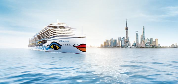 AIDAprima vor der Skyline von Shanghai. Foto: AIDA Cruises