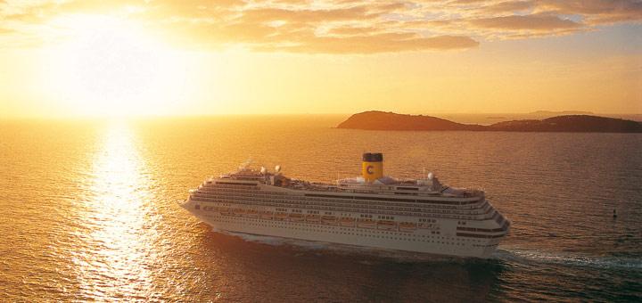 Sonnenuntergang mit Costa Fortuna. Foto: Costa Kreuzfahrten