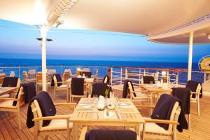 Yacht-Club-Terasse auf EUROPA 2. Foto: Hapag-Lloyd Cruises
