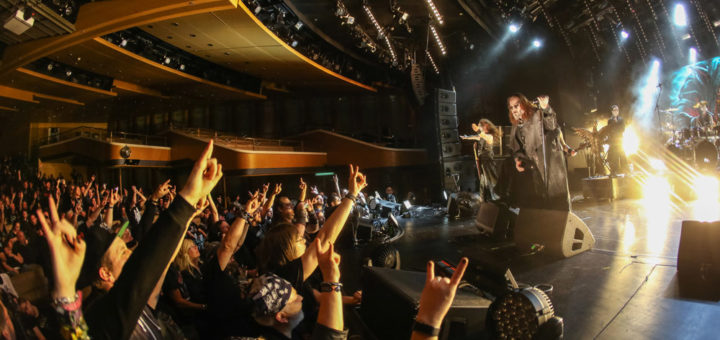 Full Metal Cruise: Konzert im Theater. Foto: TUI Cruises