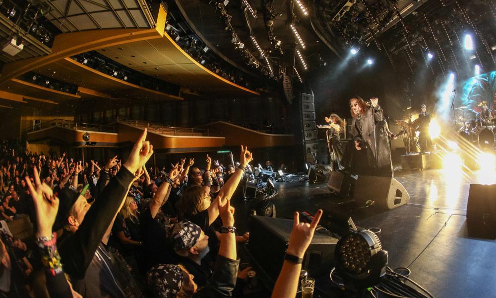 Full Metal Cruise: Konzert im Theater. Foto: TUI Cruises