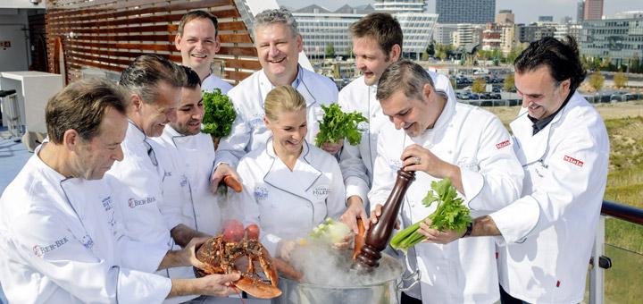 Die teilnehmenden Köche der Hamburger Gourmetnacht an Bord von MS EUROPA. Foto: Hapag-Lloyd Kreuzfahrten