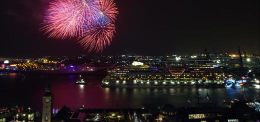 Hamburger Hafengeburtstag mit Feuerwerk