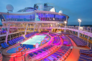 Pooldeck auf der Harmony of the Seas. Foto: Royal Caribbean International
