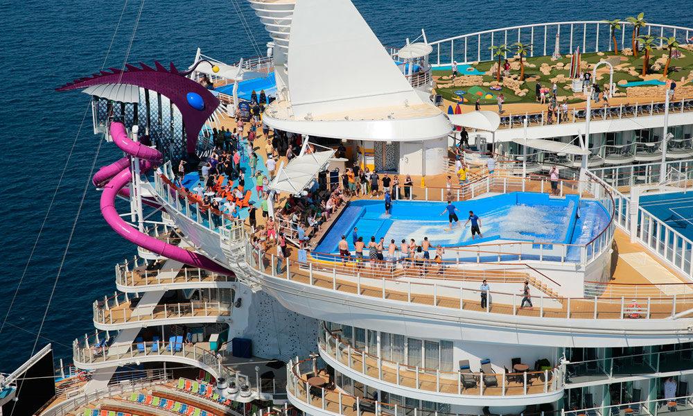 Pooldeck und FlowRider auf der Harmony of the Seas. Foto: Royal Caribbean International