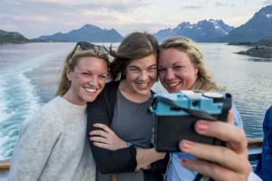Mit Freunden auf Huttigruten Kreuzfahrt. Foto: Hurtigruten