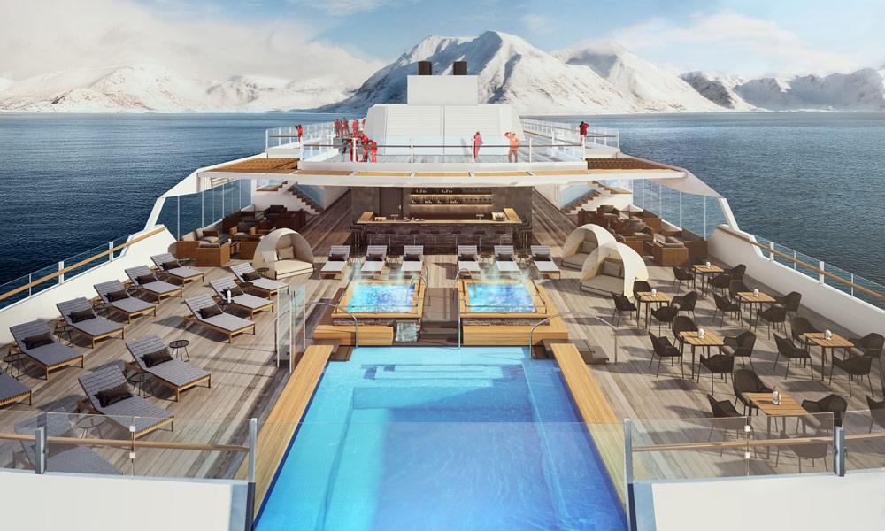 Deck bei Tag auf der Roald Amundsen von Hurtigruten. Foto: Hurtigruten