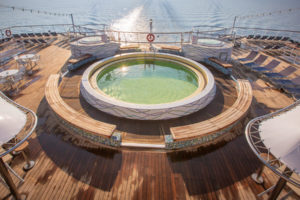 Pool auf der MS Magellan. Foto: TransOcean Kreuzfahrten
