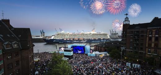Fischmarkt: Feuerwerk über der Bühne und der Mein Schiff 3. Foto: TUI Cruises