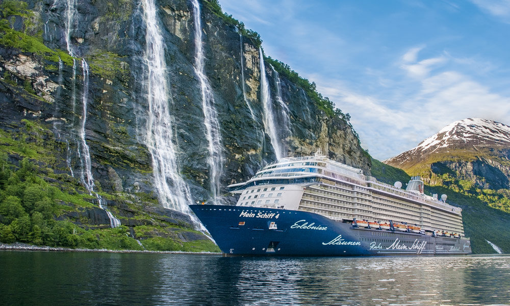 Mein Schiff am Geirangerfjord in Norwegen. Foto: TUI Cruises