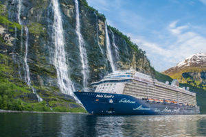 Mein Schiff 4 am Geirangerfjord in Norwegen. Foto: TUI Cruises