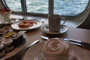 Mein Schiff 5 Frühstück im Atlantik