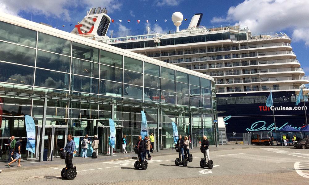 Mein Schiff 5 am Ostseekai in Kiel