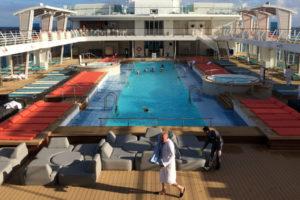 25-Meter Pool auf der Mein Schiff 5
