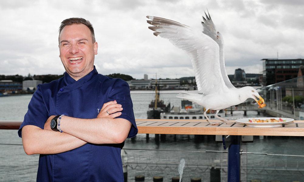 Sternekoch Tim Raue an Bord der Mein Schiff 5. Foto: Franziska Krug / TUI Cruises