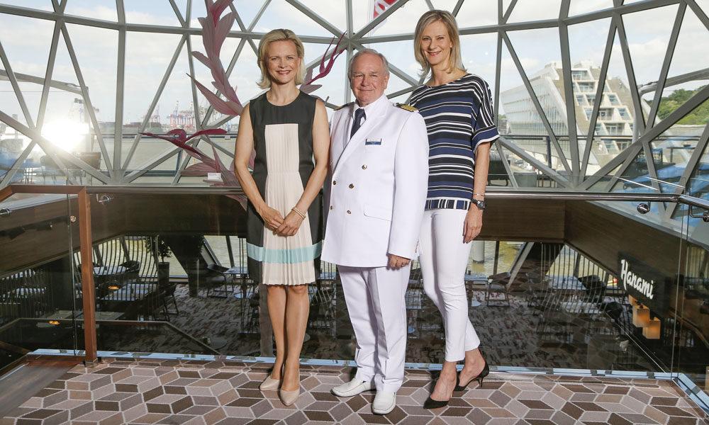 Iveta Apkalna, Kjell Holm, Wybcke Meierbei der Taufe der Mein Schiff 6 in Hamburg. Foto: TUI Cruises