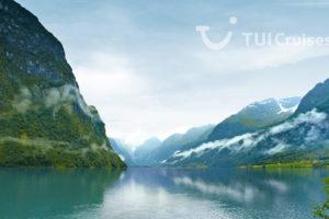 Mein Schiff im Geiranger Fjord. Foto: TUI Cruises