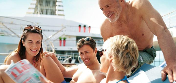 Unterhaltung auf dem Pooldeck von Mein Schiff. Foto: TUI Cruises