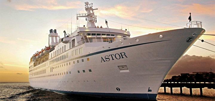 MS Astor im Hafen. Foto: TransOcean Kreuzfahrten