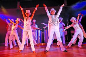 Showprogramm auf der MS Astor. Foto: TransOcean Kreuzfahrten
