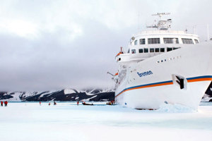 MS BREMEN im Eis. Foto: Hapag-Lloyd Kreuzfahrten