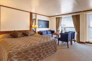 Eine exquisite Suite auf MS BREMEN. Foto: Hapag-Lloyd Kreuzfahrten
