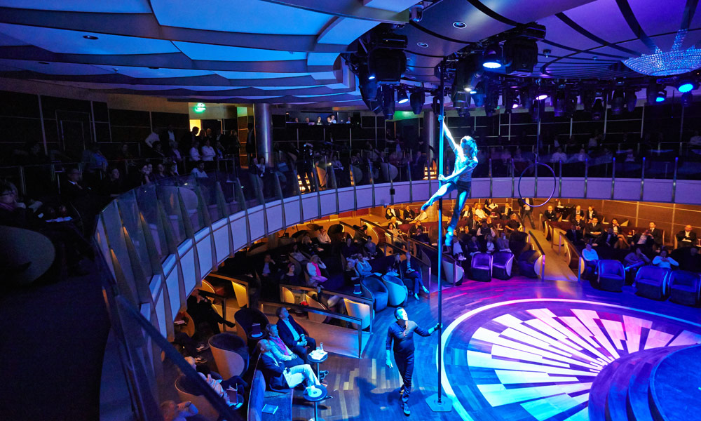 Theatershow auf der EUROPA 2. Foto: Hapag-Lloyd Cruises