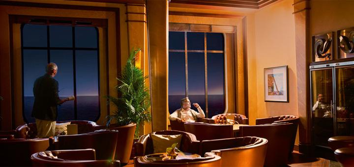 Havana-Bar auf der MS EUROPAFoto: Hapag-Lloyd Kreuzfahrten