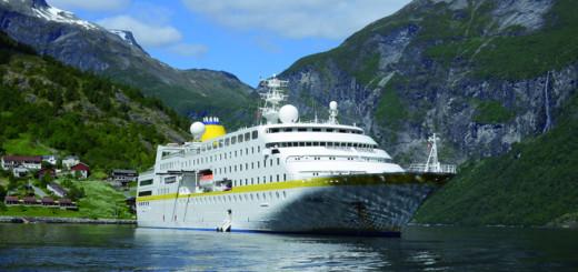 MS Hamburg im Geirangerfjord, Norwegen. Foto: Plantours Kreuzfahrten