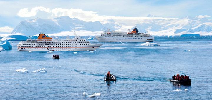 MS HANSEATIC und MS BREMEN in der Antarktis. Foto: Hapag-Lloyd Kreuzfahrten