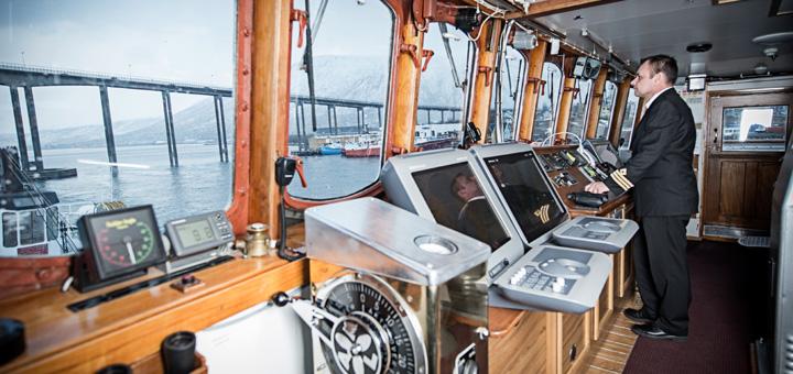 Brücke auf MS Lofoten von Hurtigruten. Foto: Hurtigruten