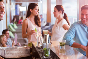 Bar-Lifestyle bei Norwegian. Foto: Norwegian Cruise Line