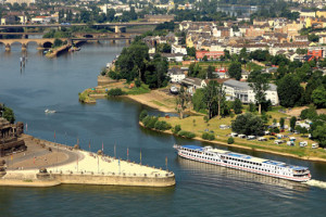 nicko cruises am Deutschen Eck in Koblenz