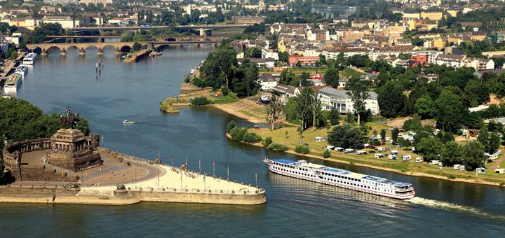 nicko cruises am Deutschen Eck in Koblenz