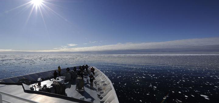 MS HANSEATIC von Hapag-Lloyd Kreuzfahrten auf Expedition Nordostpassage. Foto: Hapag-Lloyd Kreuzfahrten