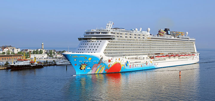 Norwegian Breakaway in Warnemünde. Foto: Oliver Asmussen / Norwegian Cruise Line