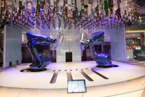 Barkeeper der Bionic Bar von Royal Caribbean International